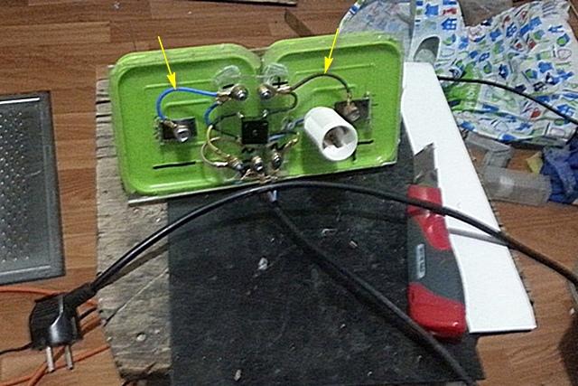 Вот эти два провода лучше сделать чуть длиннее, чтобы была возможность перебросить полярность электродов.