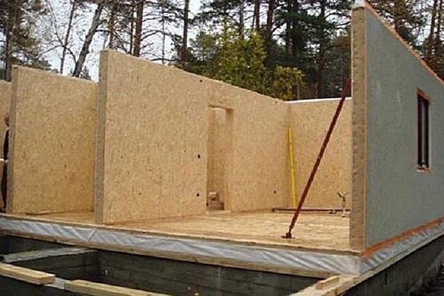 Сборка стен дома по каркасно-щитовой технологии
