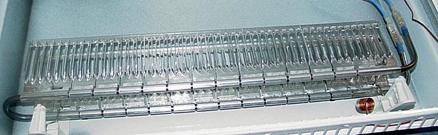 Трубчатый электрический нагреватель (ТЭН), «одетый» в алюминиевую оребренную «рубашку» для увеличения площади контакта с проходящим через конвектор воздухом.