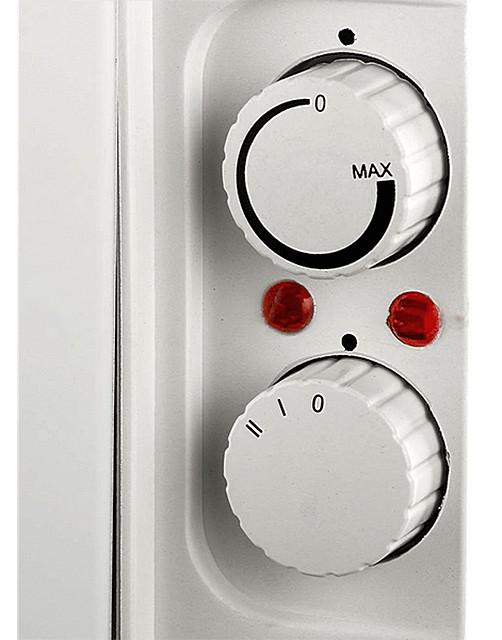 Еще один пример – термостат без градуированной шкалы, индикаторы и трехпозиционный переключатель режимов работы конвектора
