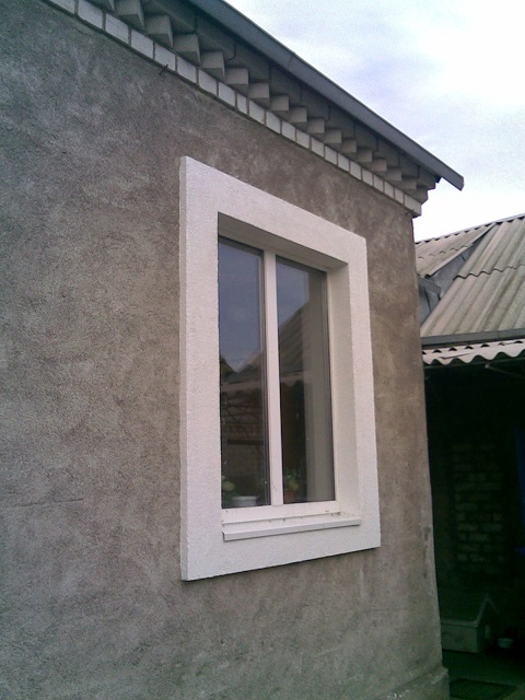 Окно с откосами, утепленными и одновременно отделанными панелями пенополистирола