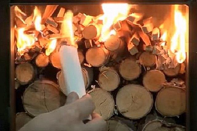 После того как верхняя часть закладки займется пламенем, и температура в топке достигнет нужного порога, подачу первичного воздуха перекрывают до минимума