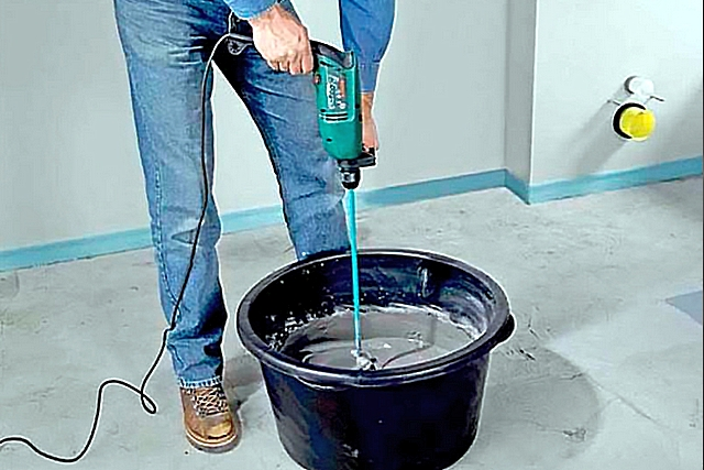 Использование перфоратора в роли строительного миксера.