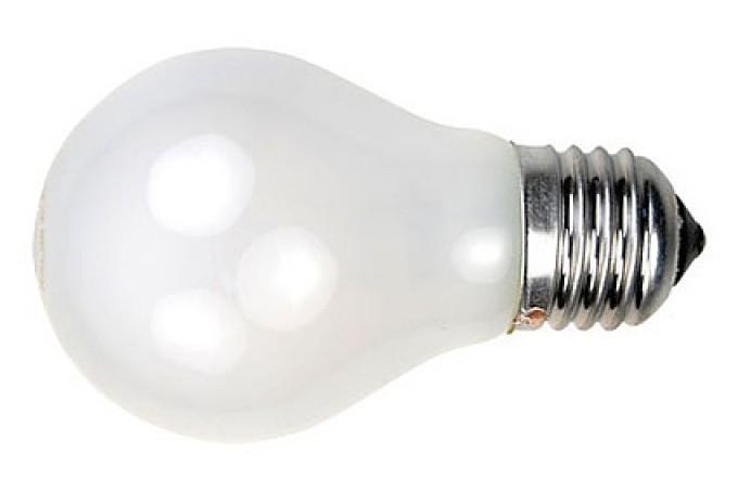 Лампа накаливания с матовой колбой, с температурой свечения 2700 К.