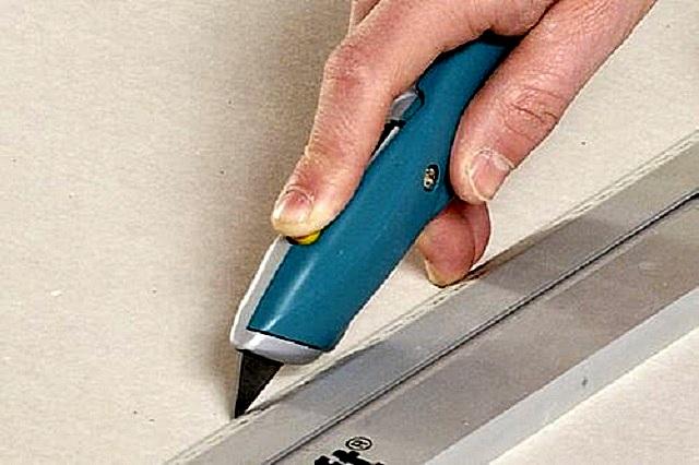 И все же нож остается главным инструментом мастера при работе с гипсокартоном