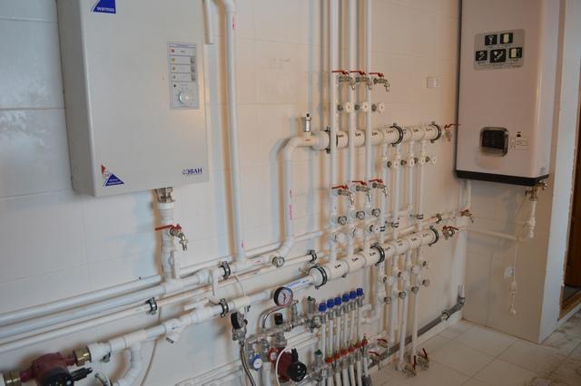 Очень часто предпочтение при монтаже систем отопления в частном доме отдается именно полипропиленовым трубам