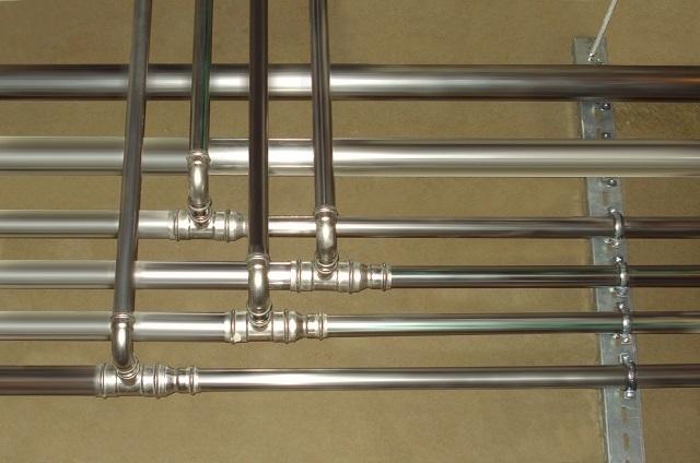 Трубы из качественной нержавеющей стали могут служить сколь угодно долго