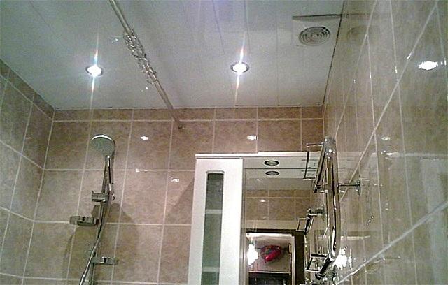 Особой популярностью сегодня пользуются точечные светильники, которые могут быть врезаны практически в любую поверхность