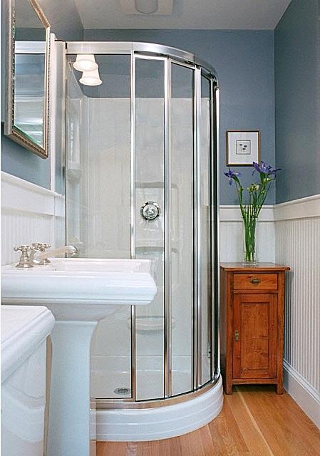 Заслуживающая внимания попытка приблизить интерьер ванной к классическому стилю