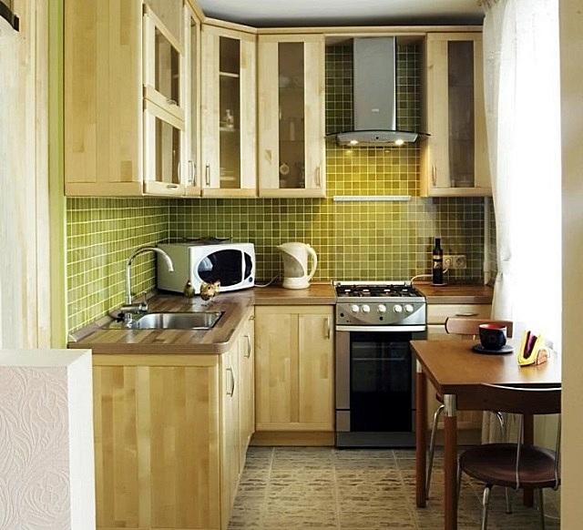 В такой кухне царит атмосфера спокойствия и умиротворенности – благодаря деревянной отделке и удачному сочетанию цветов.