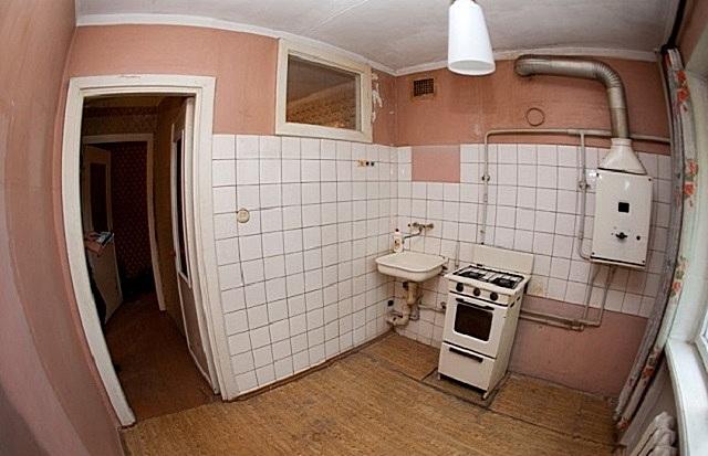 Старая кухня, как «чистый лист бумаги» - предстоит ее превратить в максимально удобное и красивое помещение по своему вкусу