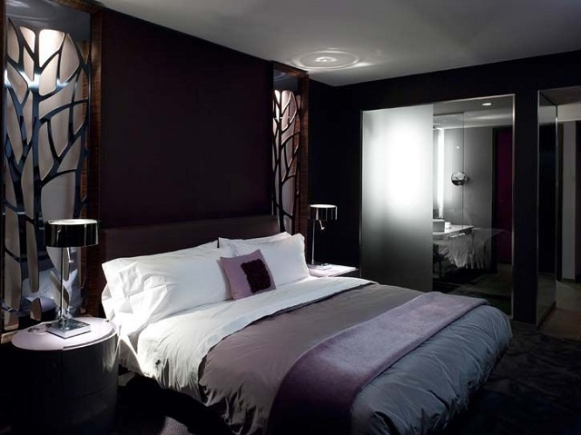 Спальня, выполненная в темных оттенках – такой интерьер может очень давяще воздействовать на психоэмоциональное состояние людей