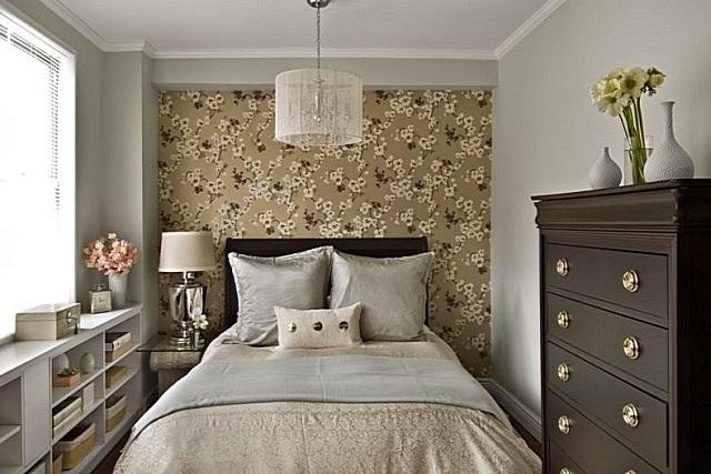 Спальня очень удачно устроилась в совсем небольшой комнате