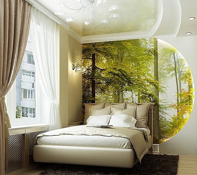 «Пятерка» дизайнеру! – очень удачно совмещены спокойная отделка стен спальни, продуманная подсветка и живописный, расширяющий пространство «лес за окном»