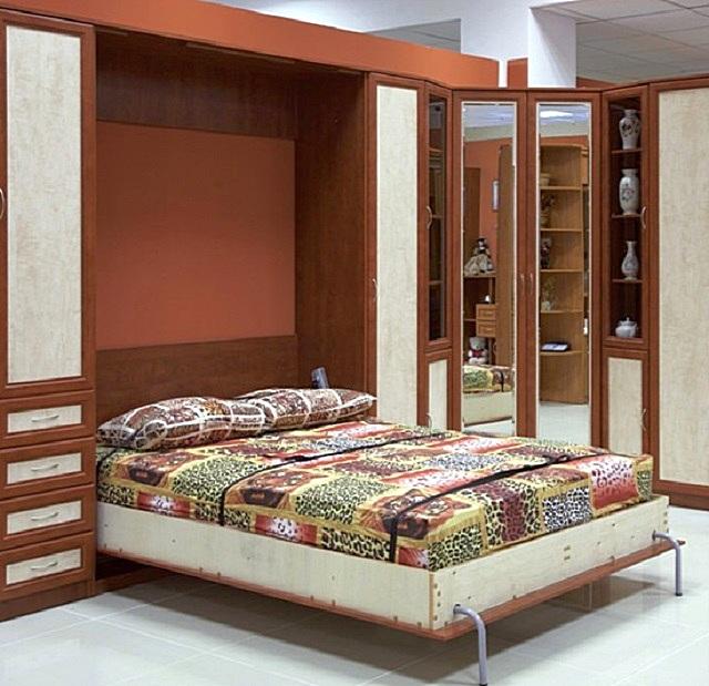Если помещение спальни днем предполагается использовать и для других целей, то «палочкой-выручалочкой» становится кровать-трансформер