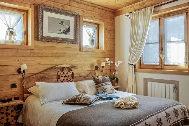 Оптимальный вариант – это мебель из натуральной древесины. Хорош этот материал и для остальной отделки.