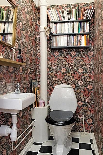 Туалетная комната — читальня.