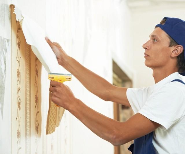 Очистка стен от старых покрытий – непременное условие качественного косметического ремонта.