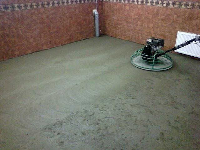 Шлифовка свежего бетонного пола «вертолетом»