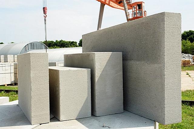 Технология создания пористой структуры легких бетонов хороша в сфере производства стройматериалов. При заливке стяжки она не поможет.