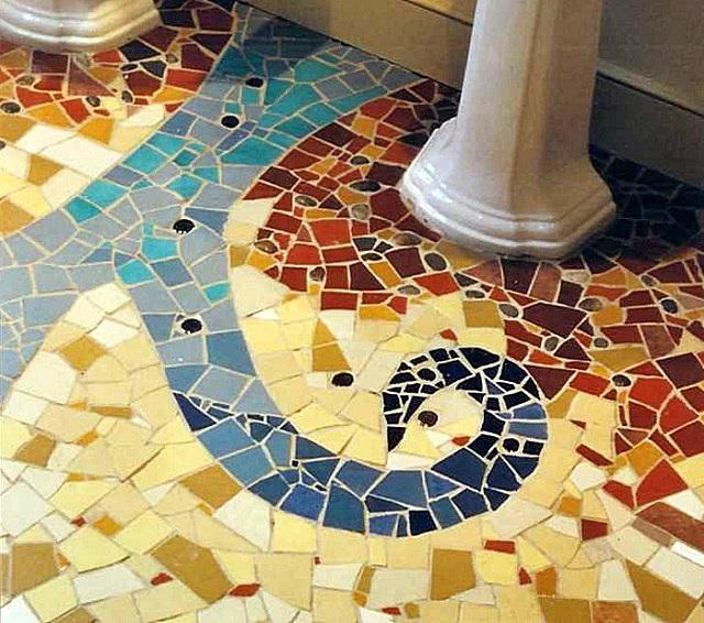 Мозаичный пол из битой и резаной плитки – с направлением в создание художественного панно