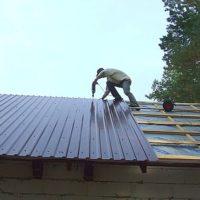 Как правильно крепить профнастил на крышу саморезами: инструкция, как крепить профлист