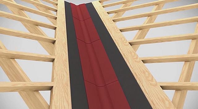 Линию вдоль ендовы рекомендуется усилить досками сплошной обрешетки с обеих сторон