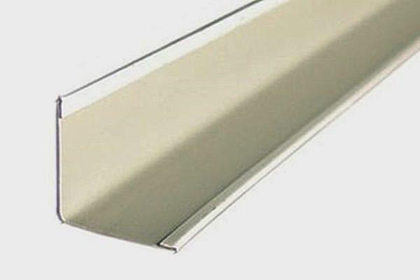 Пристенный уголок – устанавливается по периметру реечного потолка