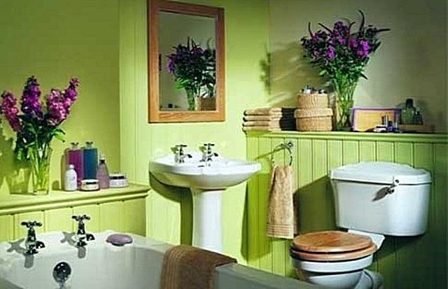В наше время простое окрашивание ванных применяется не столь широко. Но при использовании качественных красок этот вариант тоже заслуживает всяческого внимания.