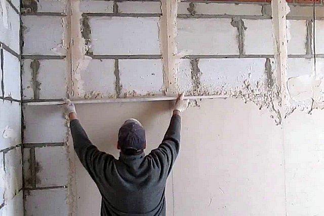 Как правильно штукатурить стены гипсовой штукатуркой