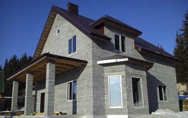 Дом, выстроенный из керамзитобетонных блоков.