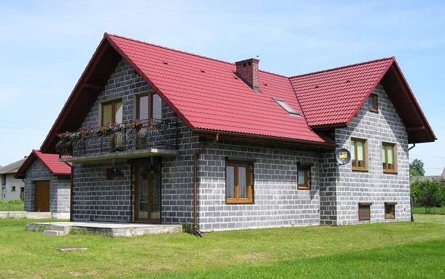 Дом из шлакоблоков.