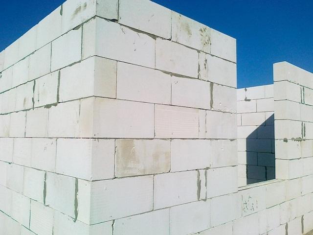 Дома из газосиликатных блоков – очень популярный тренд в современном индивидуальном строительстве