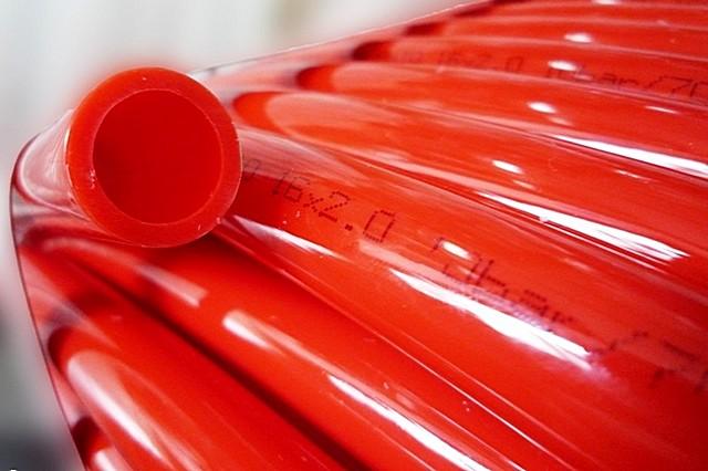 Чаще всего в условиях обычного жилого дома для «теплых полов» с лихвой достаточно труб диаметром 16 мм