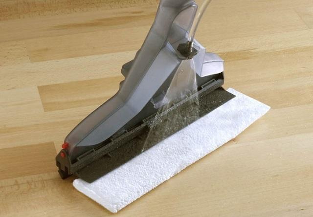 Специальная насадка для моющего пылесоса – именно для бережной очистки ламината.