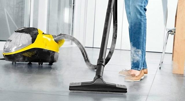 Паровой пылесос хорошо подходит для очистки керамической и каменной плитки, для ковровых покрытий. А вот для ламината он категорически противопоказан!
