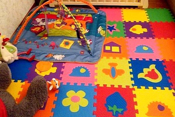 Мягкое модульное покрытие со встроенными развивающими пазлами для детей младшего возраста