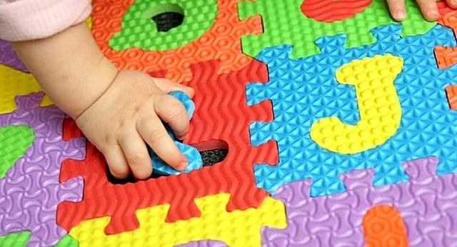 В идеале покрытие пола в детской должно служить и хорошей развивающей игрушкой для самых маленьких