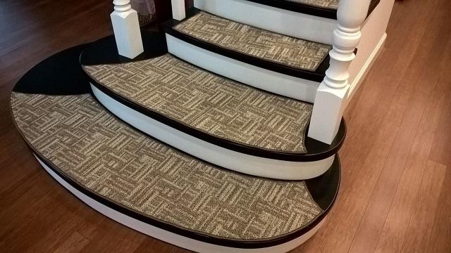 Раскрой накладок можно произвести самостоятельно на месте, ориентируясь на форму и размеры ступеней.
