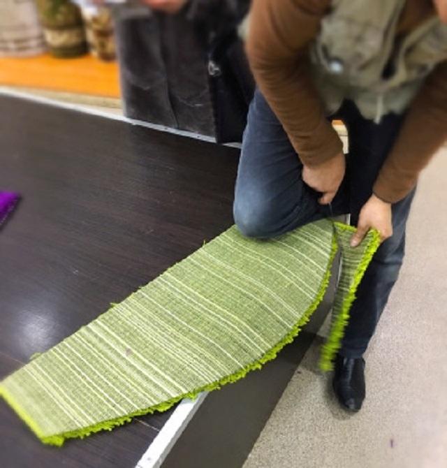 Раскрой ковролина производится с помощью острого ножа или ножниц.