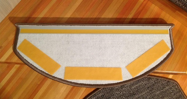 Крепление ковровых накладок на двусторонний скотч
