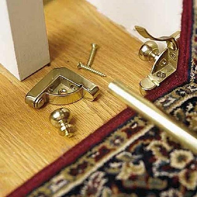 Крепежная часть ковровых держателей, устанавливаемых по внутренним углам ступеней