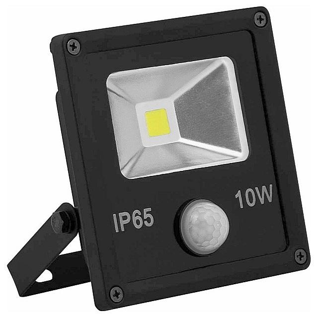 Прожектор со встроенным сенсором движения. Подключить такую систему – проще всего