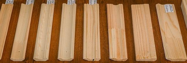 Деревянный плинтус из массива требует предварительной сортировки и некоторых подготовительных операций.