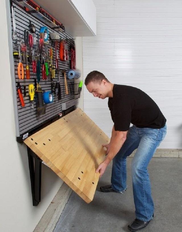 Для мастерской в маленьком гараже оптимальным решением будет установка верстака со складной столешницей.