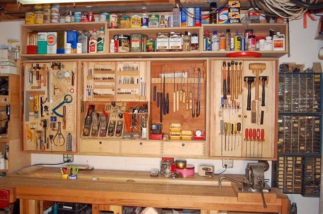 Богатству такого инструментального набора и его эргономичному размещению в мастерской можно только позавидовать.