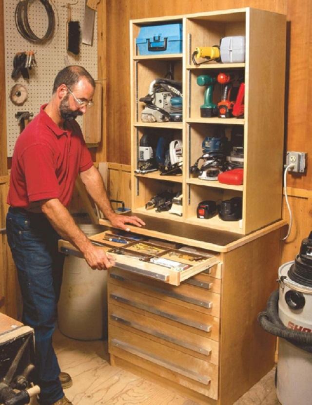 Инструментальный шкаф для гаража, который не займет много места.