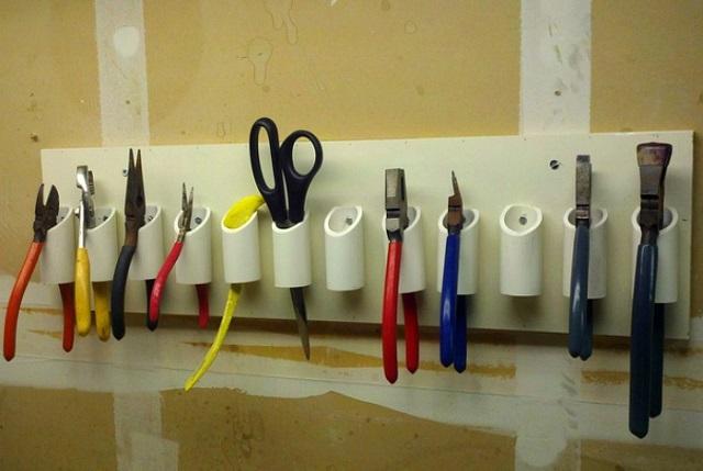 Отрезки полипропиленовой трубы можно использовать в качестве держателей инструментов.