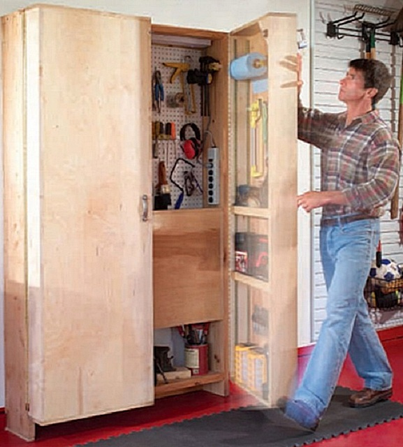 Шкаф-трансформер подойдет для хранения инструментов как на балконе, так и в условиях гаража.