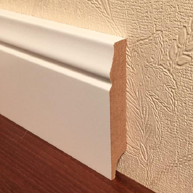 Помимо того, что при обрамлении напольного покрытия оно приобретает аккуратный, респектабельный внешний вид, плинтус выполняет и иные важные функции.